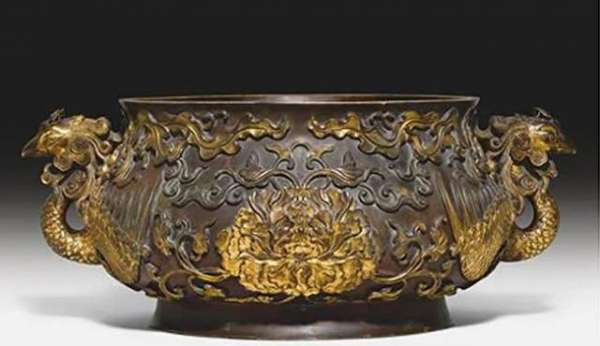 Family Used 17th Century Bowl, Worth $4.9 Million, To Keep Tennis Balls