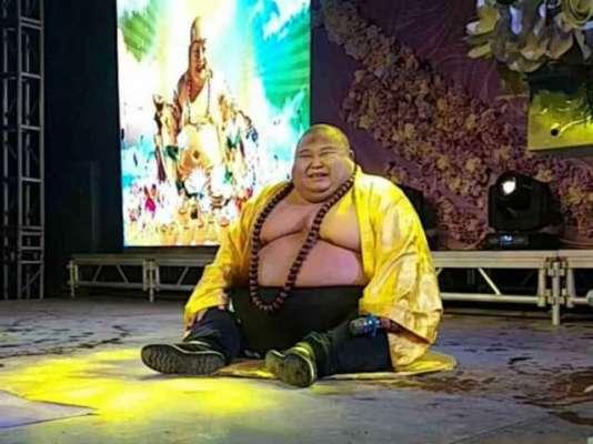 "Chinese Man Makes A Living Posing As Real-Life ""Laughing Buddha"""