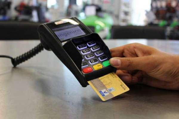 Store Clerk Memorizes Credit Card Info From Over 1,300 People, Uses It Online