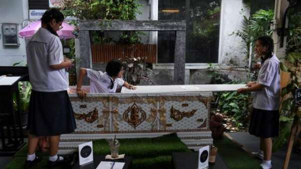 'Death Awareness Cafe' Puts Customers In Coffins To Reflect On Life
