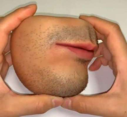 This Human Mouth-Shaped Coin Purse Is Freaking People Out