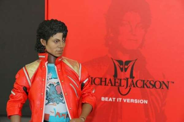 Woman Turns To Hypnotherapy To Cure Bizarre Michael Jackson Phobia